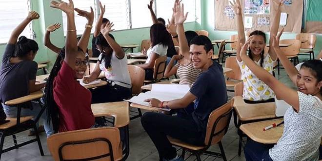 """Taller """"Cumple Tu Rol""""  en el Colegio Elena Chávez de Pinate"""