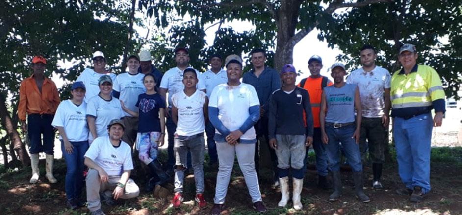 Voluntarios participan en jornada de reforestación en Divisa