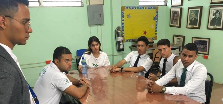 Voluntarios apoyan Torneo de Debate en el Colegio Elena Ch. de Pinate